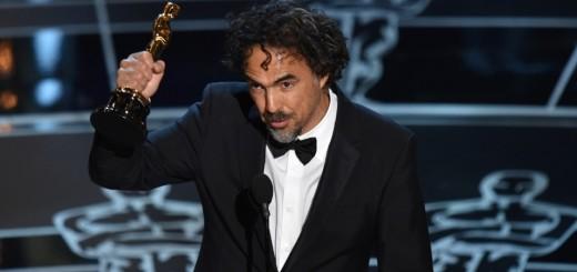 22fev2015---alejandro-gonzalez-inarritu-recebe-o-oscar-de-melhor-diretor-por-birdman-1424667555055_956x500